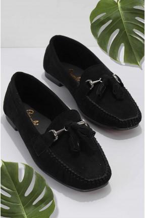 حذاء نسائي مزين بشراشيب