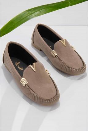 حذاء نسائي شامواه مزين بقطع معدنية