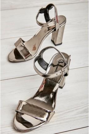 حذاء نسائي بلمعة