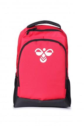 حقيبة ظهر نسائية مزينة بشعار الماركة