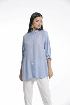 قميص نسائي مزين بطبعة من الخلف