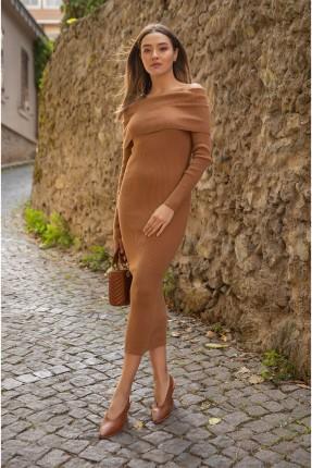 فستان كارمن سادة اللون