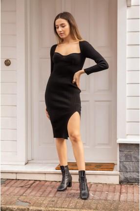 فستان مزين بشق على الجانب