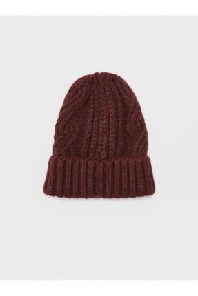 قبعة نسائية مزينة بنقشة