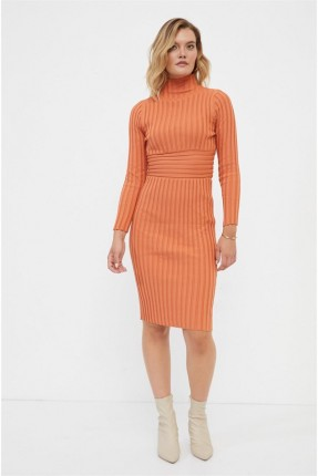 فستان محبوك سادة اللون