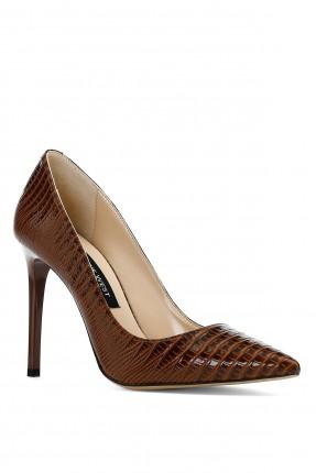 حذاء نسائي بنقشة