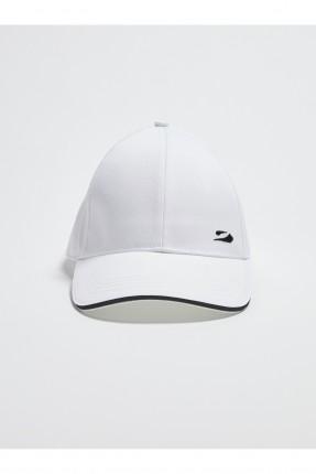قبعة رجالية مزينة بشعار