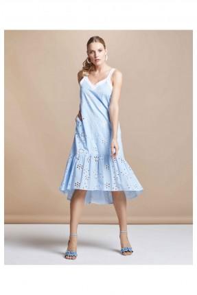 فستان مزين بثقوب