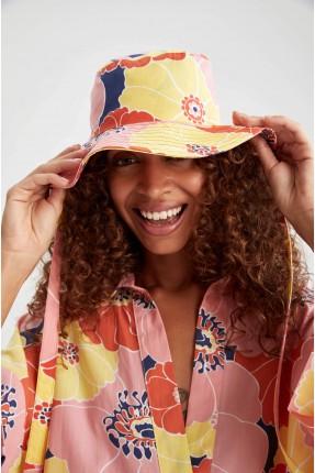 قبعة نسائية مزينة بطبعة وردة