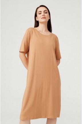 فستان سادة بياقة دائرية