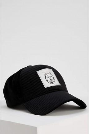 قبعة نسائية مزينة بطبعة