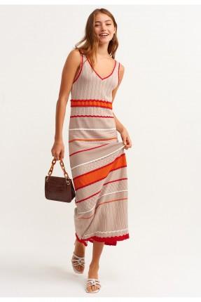 فستان مزين بخطوط ملونة