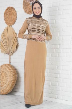 فستان طويل تريكو بنقشة على الصدر
