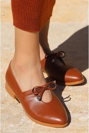 حذاء نسائي مزين بفتحة