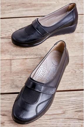 حذاء نسائي مزين بنعل مرتفع