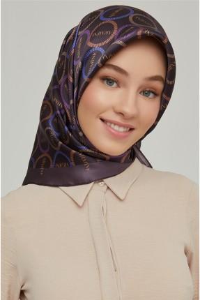 حجاب تركي بنقشة شعار الماركة