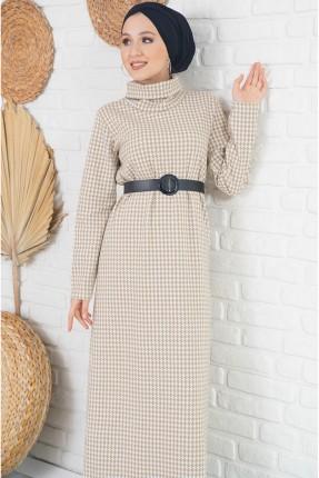 فستان طويل مزين بنقشة