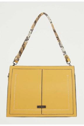 حقيبة يد نسائية مزينة بشعار الماركة