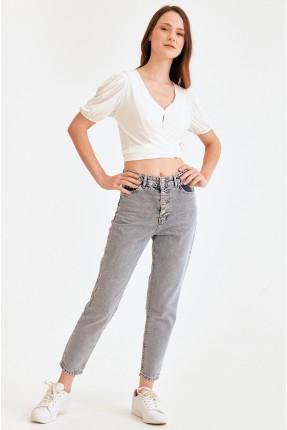 بنطال جينز نسائي مزين بازرار