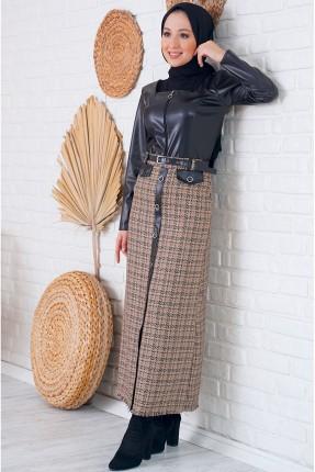 تنورة طويلة مزينة بنقش