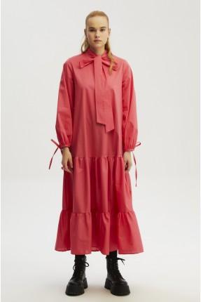 فستان طويل برباط على الياقة