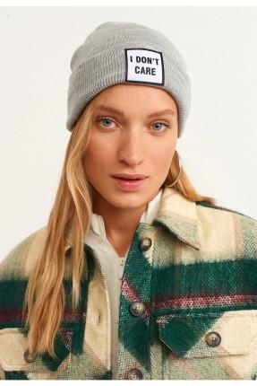 قبعة نسائية بكتابة I DON'T CARE