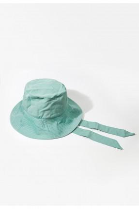 قبعة نسائية مزينة برباط