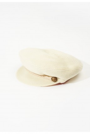 قبعة نسائية مزينة بقطع معدنية