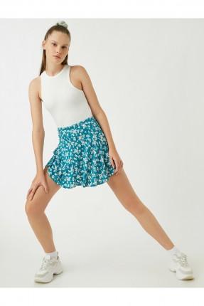 تنورة قصيرة مزينة بنقشة ورد