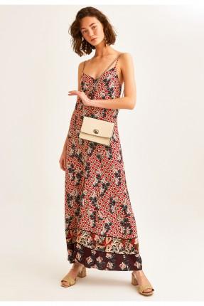 فستان طويل مزين بنقش