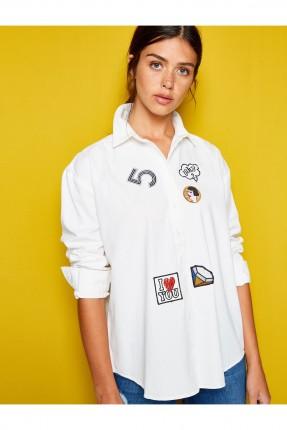 قميص نسائي مزين بطبعة