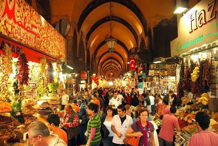 7a2255b166904 سوق التوابل أو سوق العطارين  كان مركز تجاري في اسطنبول و هو جزء من الثقافة  العثمانية ويُعتبر ثاني أكبر سوقٍ في اسطنبول بعد البازار الكبير، يباع فيه  المكسرات ...