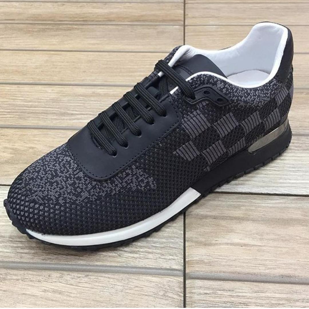 b585df0ff44d2 حذاء رياضي من لويس فيتون