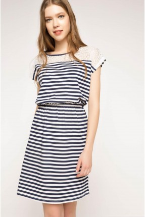 فستان مقلم مزموم الخصر - نيلي