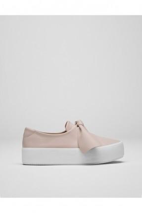حذاء نسائي مع بكلة امامية - بيج
