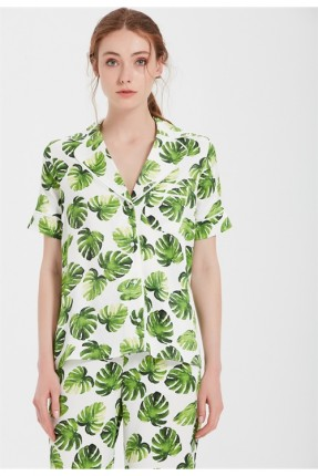 قميص نسائي مع نقش ورق