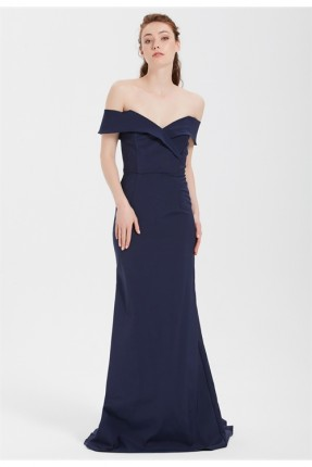 فستان رسمي طويل مفتوح الاكتاف