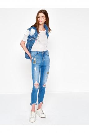 بنطال جينز نسائي ممزق مع نقش