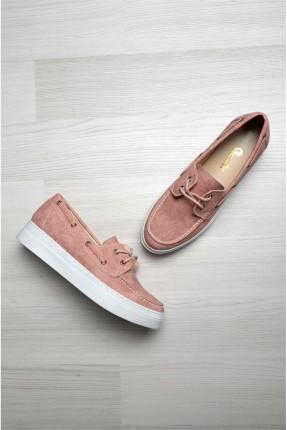 حذاء نسائي مع ربطات