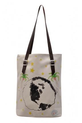 حقيبة يد نسائية مع نقشات