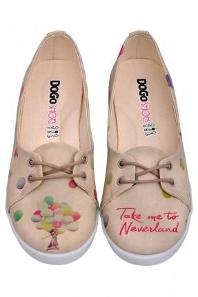 حذاء نسائي مع نقشات