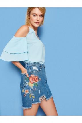تنورة قصيرة جينز مع طبعة ورد